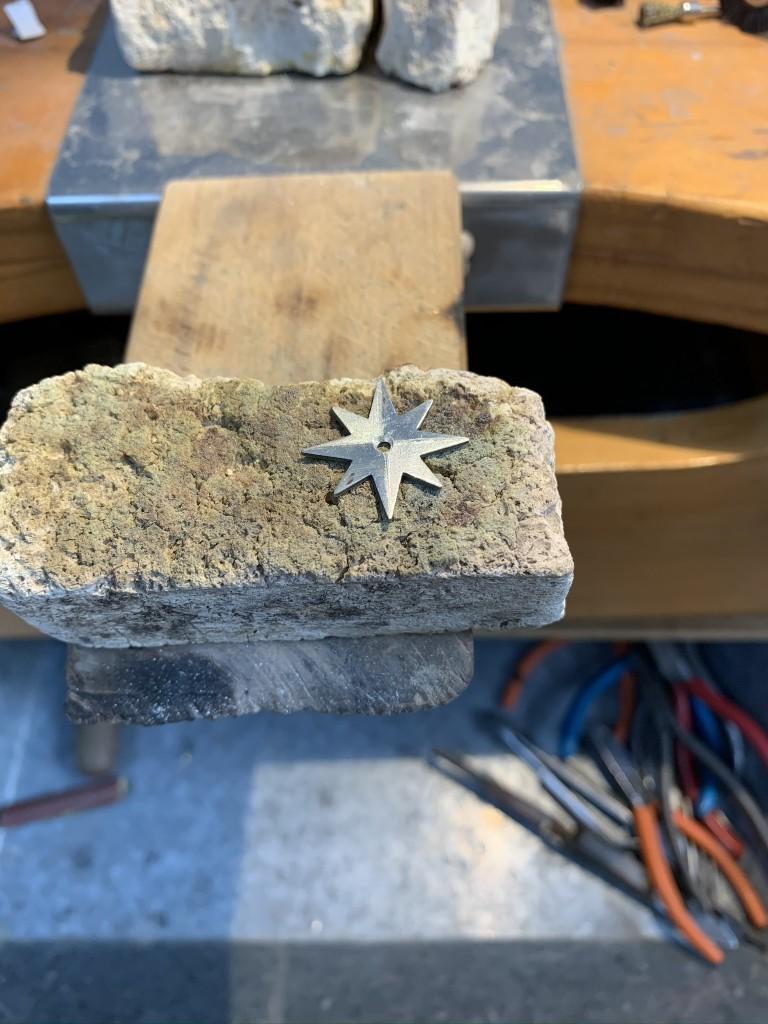 Fabricando pendientes de plata con estrella polar